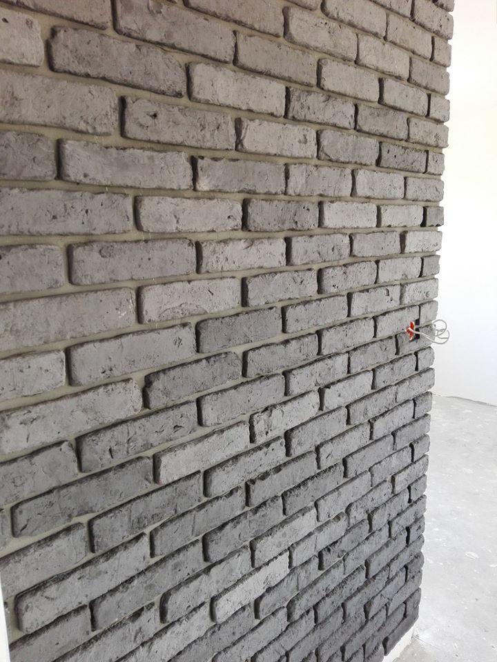 stara cegła na ścianie