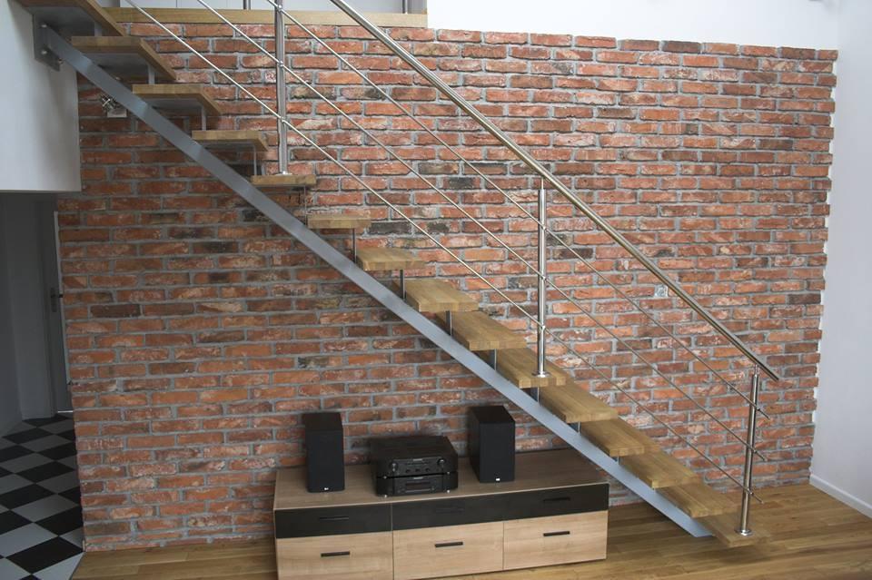 cegły lico przy schodach