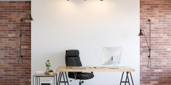 Biuro z ceglaną ścianą