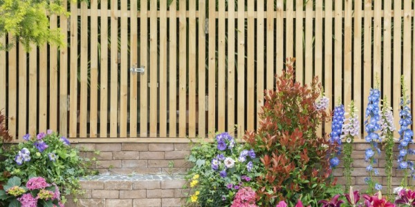 Jak zbudować murek z cegły w ogrodzie?